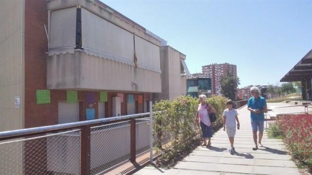 Veïns de Sants lamenten la manca d'intimitat per la nova rambla davant els seus balcons