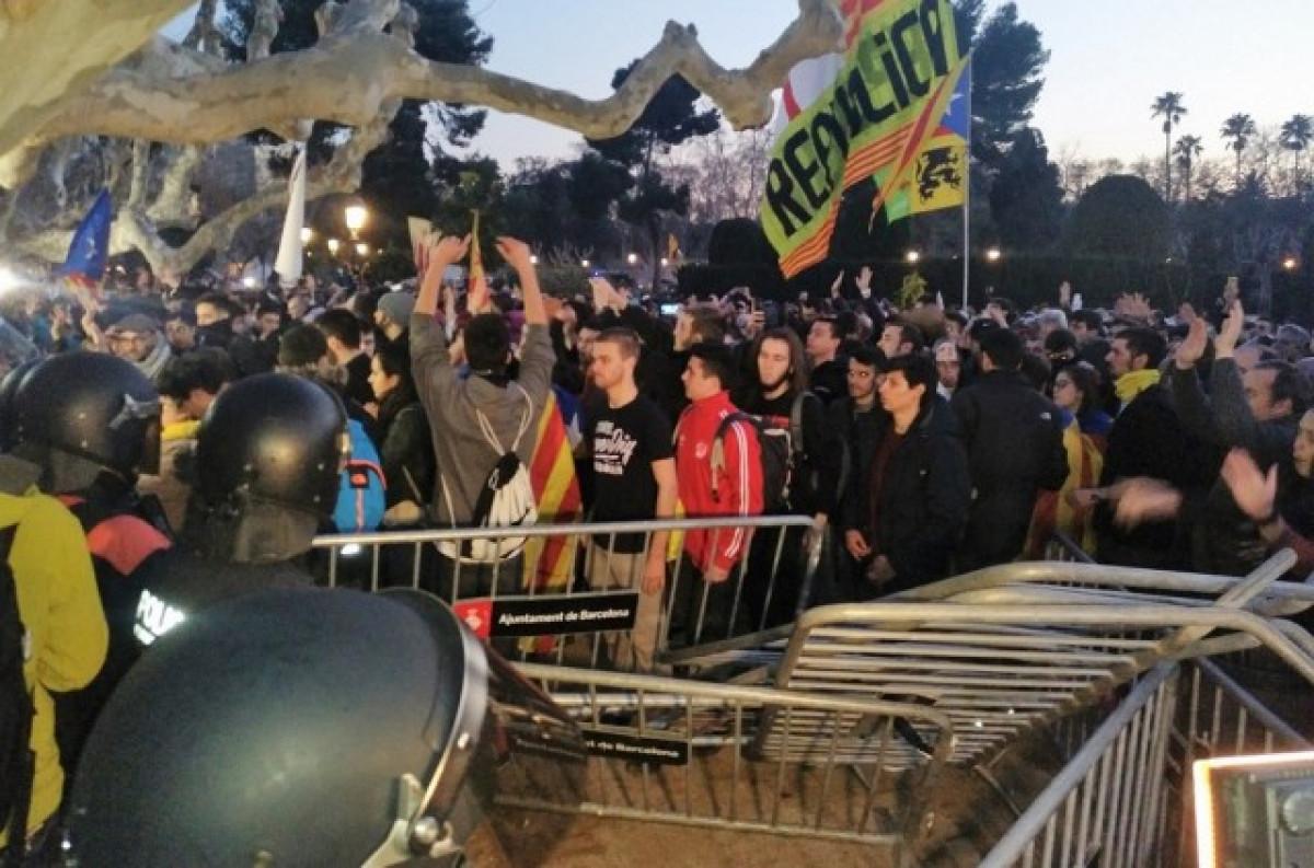 Mossos cordn policial ciutadella manifestacin investidura puigdemont 1