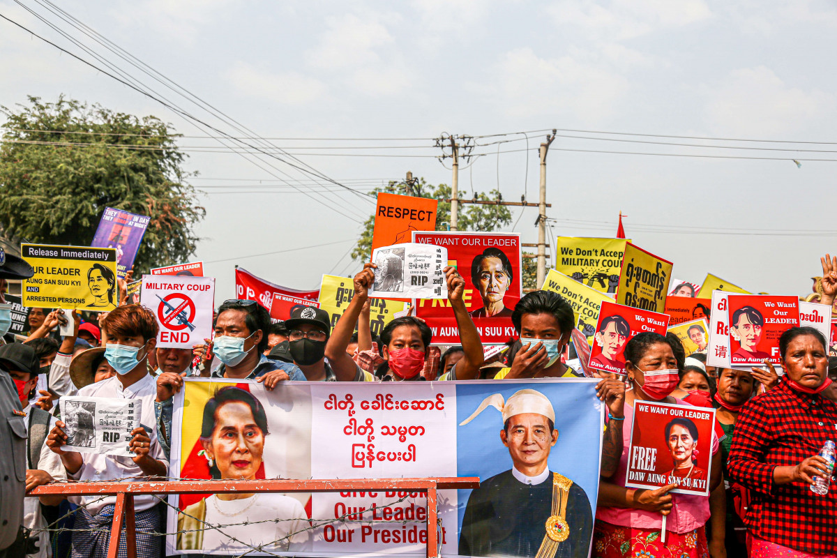 EuropaPress 3570128 18 february 2021 myanmar mandalay protesters hold placards and banners of