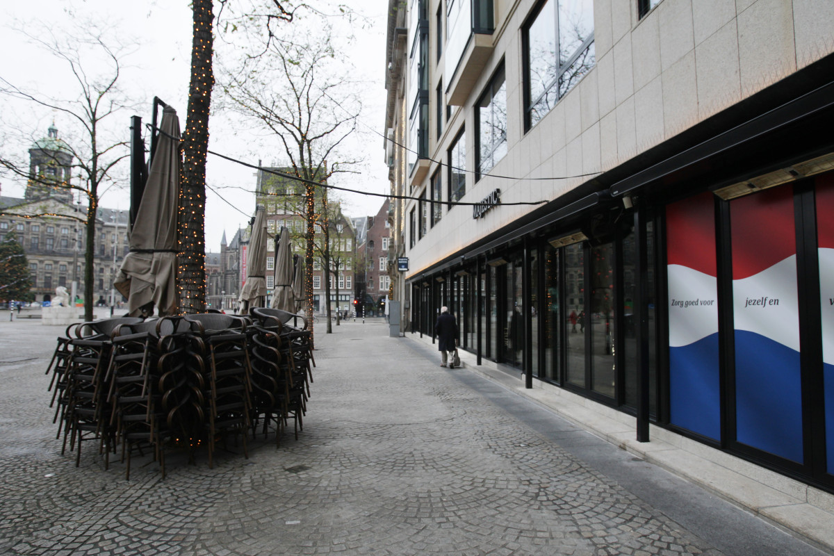EuropaPress 3480716 15 december 2020 netherlands amsterdam man walks past stacked chairs and