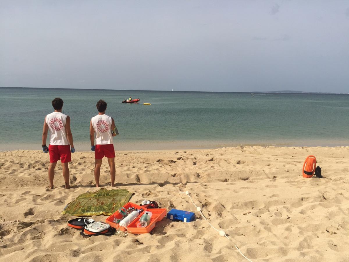 Socorristes en una platja de Palma.